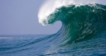 Giant wave © pfshots/iStock