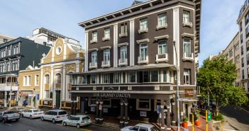 The Grand Daddy Hotel in Cape Town. Copyright Roger and Pat de la Harpe